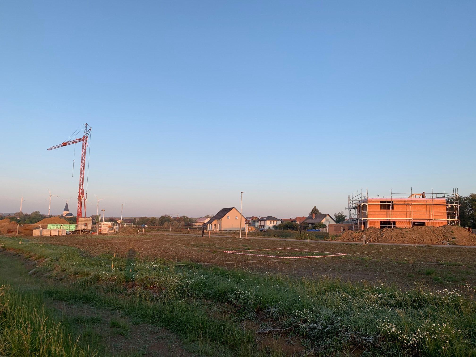 Neubaugebiet - die ersten Häuser